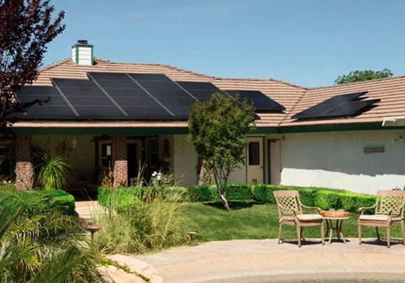 solar off grid panels on house